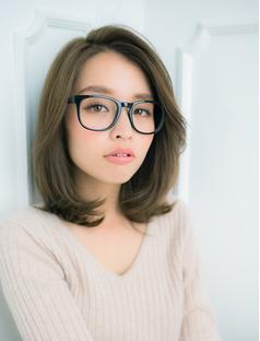 黒縁メガネ×黒髪×ミディアム